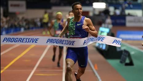 Donavan Brazier wins the men's 800m in a new American record 1:44.22